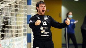 Julian Malek Saison 2020/21 nach einem gehaltenen Siebenmeter gegen den ThSV Eisenach